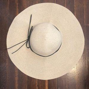 Beige beach hat